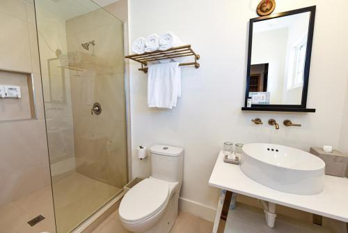 07 - Family Suite - Bathroom